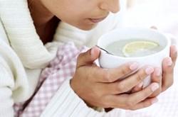 Uống nước chanh ấm vào buổi sáng tốt cho sức khỏe