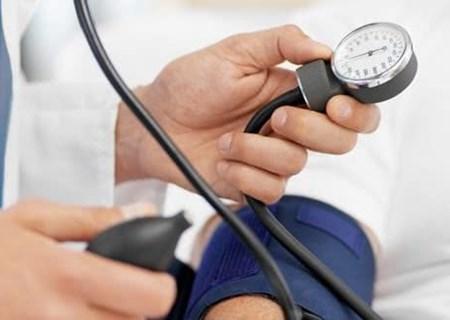 Cách làm giảm huyết áp cao an toàn tại nhà