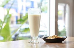 Uống sữa đậu nành có tác dụng gì đối với sức khỏe?