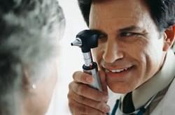 Bệnh suy thoái hoàng điểm ở người già