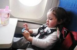 Kinh nghiệm chăm sóc bé khi đi máy bay