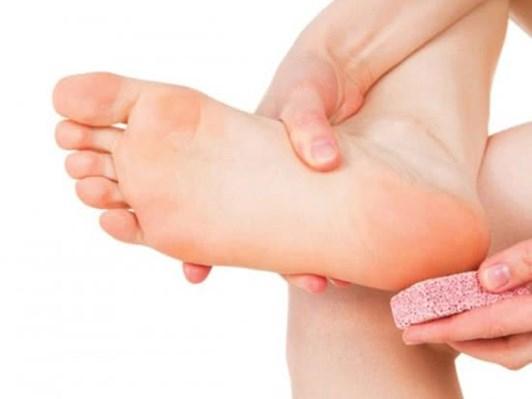 Mẹo chữa nứt gót chân mùa đông đơn giản