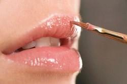 Những lưu ý khi dùng son môi