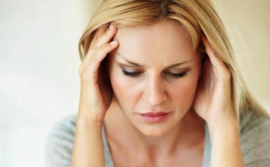 Bị suy giảm nội tiết tố nữ cần làm gì?