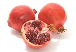 Giúp môi thêm hồng hào bằng quả lựu