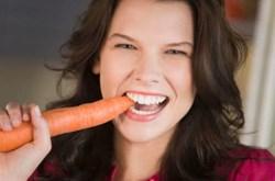 Trị mụn cám bằng cà rốt