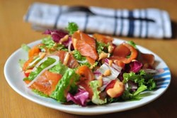 Cách làm salad cá hồi xông khói