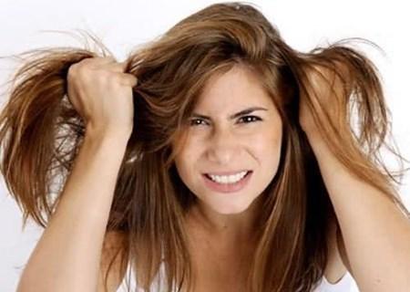 Tránh khô tóc khi ngồi điều hòa thường xuyên
