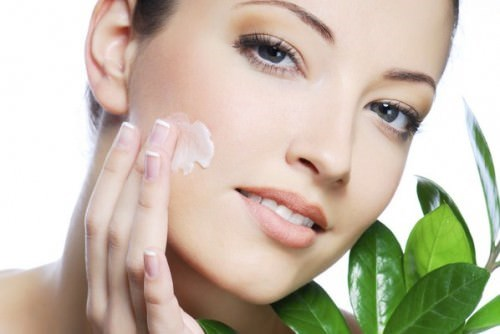 Sử dụng kem dưỡng ẩm sai cách còn hại cho da hơn