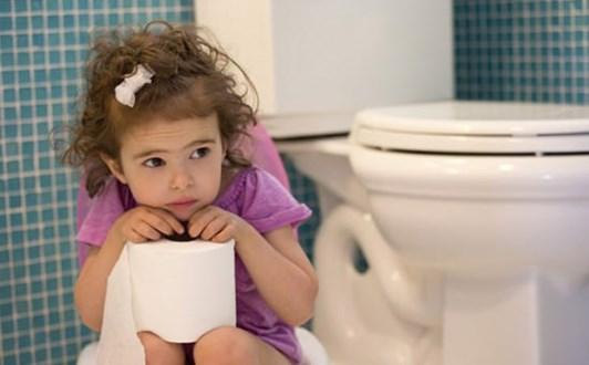 Cách phòng ngừa và điều trị táo bón ở trẻ nhỏ