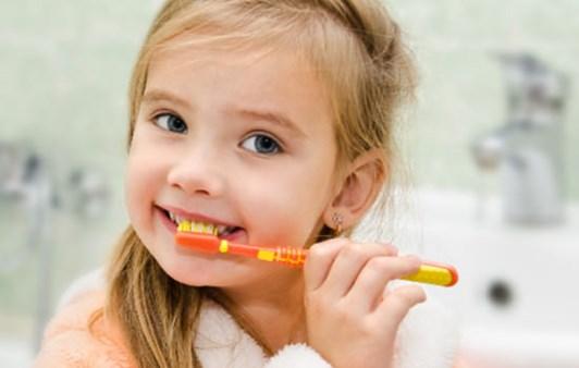 Dạy cho bé đánh răng đúng cách