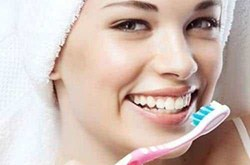 Mẹo làm trắng răng tự nhiên chỉ trong 3 phút