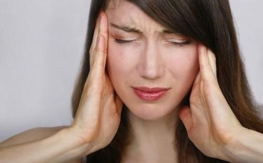 Chữa đau đầu khi chuyển mùa không cần thuốc tây