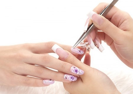 Tác hại do thường xuyên sơn móng tay, móng chân