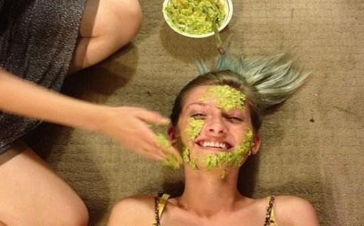 Cách làm mặt nạ bơ cho da khô