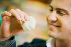 Đàn ông ăn quá nhiều tỏi có thể gây vô sinh