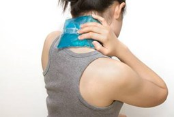 Cách chườm nóng giúp giảm đau do thoát vị đĩa đệm