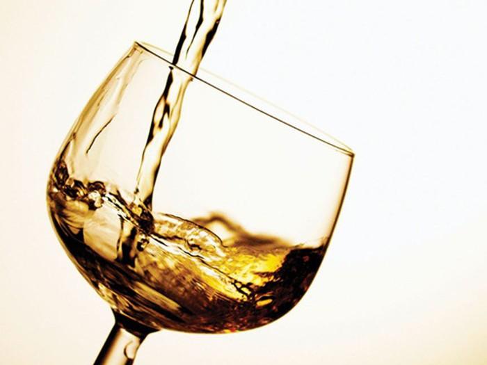 Cảm cúm không nên uống rượu