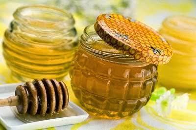 Trị mụn chứng cá bọc bằng mật ong