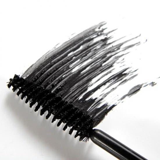 Mascara - mỹ phẩm cần cho phụ nữ