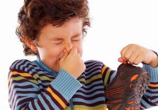 Khử mùi hôi giày