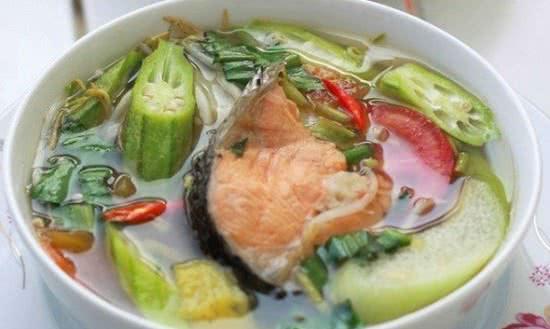 cá hồi nấu canh chua