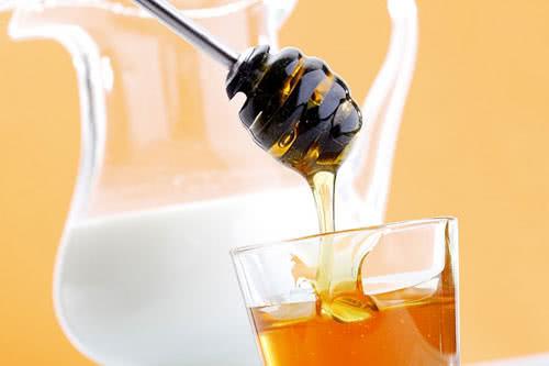 Mật ong giúp trị da khô nẻ mùa đông cho trẻ