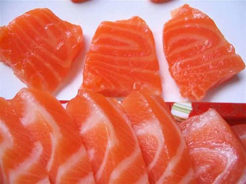 Ăn cá hồi tốt cho da khô mùa đông