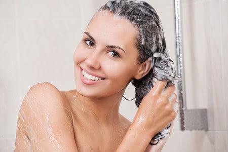 Gội đầu cho tóc nhuộm