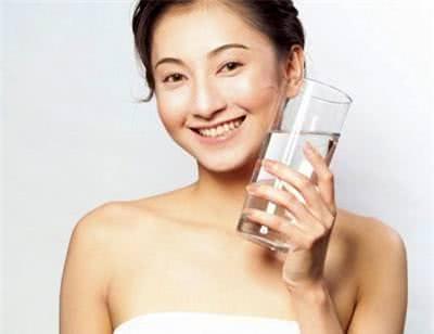 Uống nước chăm sóc da