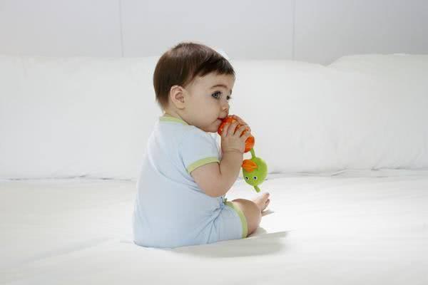 Cách giúp trẻ bớt đau răng khi mọc răng 2