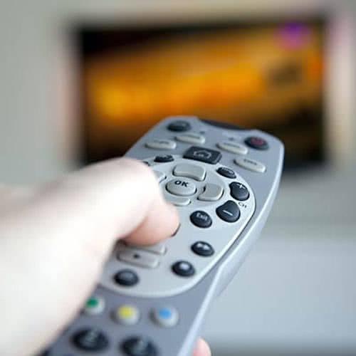 Xem tivi thường xuyên khiến nhanh già