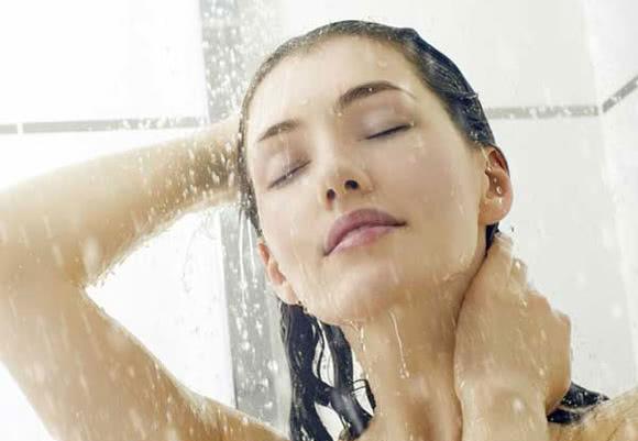 Tắm đúng cách, tắm tránh bị đột quỵ