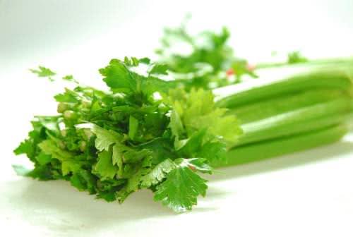 Rau cần tây giúp hạ huyết áp
