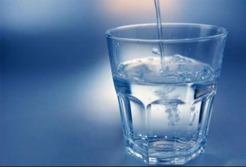 Uống nhiều nước tốt cho người bị quai bị
