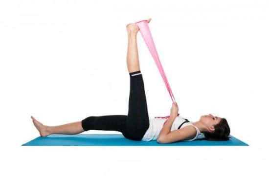 Tư thế yoga nằm ngửa kéo căng gân kheo
