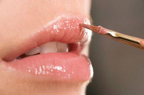 Lưu ý khi dùng son môi