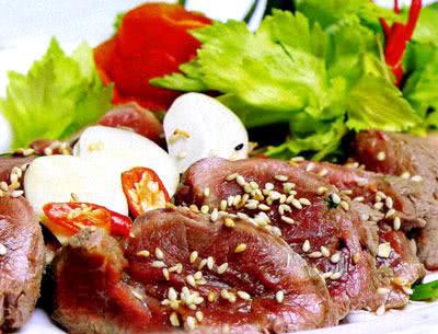 Bánh tráng cuốn thịt ngựa