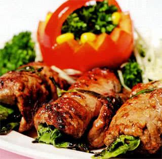 Chế biến thịt ngựa cuộn rau củ