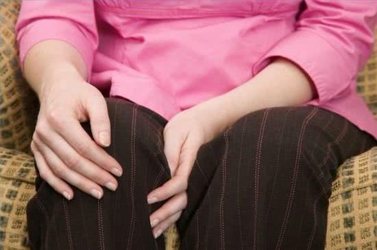 Phụ nữ đau mỏi khớp gối