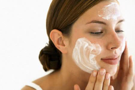 Sữa rửa mặt cho da bị mụn
