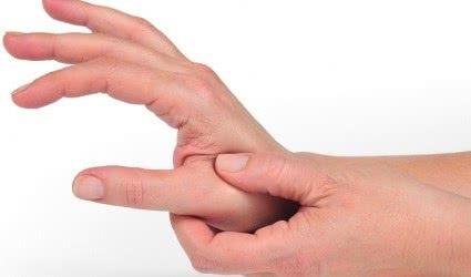 Khớp ngón tay cái bị đau