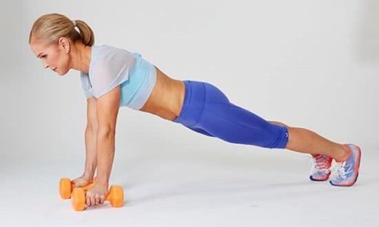 Động tác giữ ván tránh đau lưng
