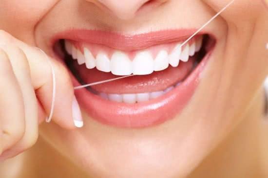 Dùng chỉ nha khoa tốt cho răng