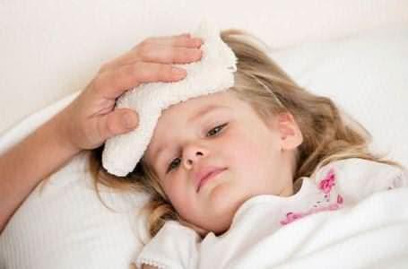 Trẻ bị cảm lạnh, trẻ bị sốt