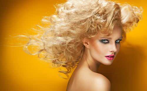 Cách tự nhuộm tóc vàng an toàn tại nhà