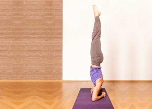 Tư thế tập yoga trồng cây chuối