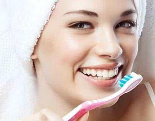 Làm trắng răng tự nhiên nhanh