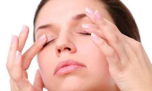 Massage mắt chữa cận thị tại nhà