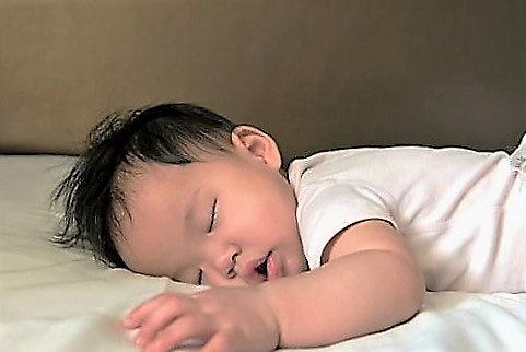 Trẻ ngủ sớm ít bị béo phì